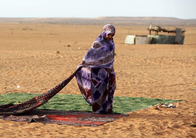 Une réfugiée du camp sahraoui de Dakhla, dans le Sahara occidental.