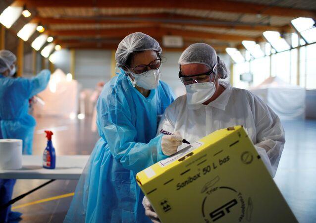 Des médecins dans la région parisienne, le 26 mars 2020 (archive photo)