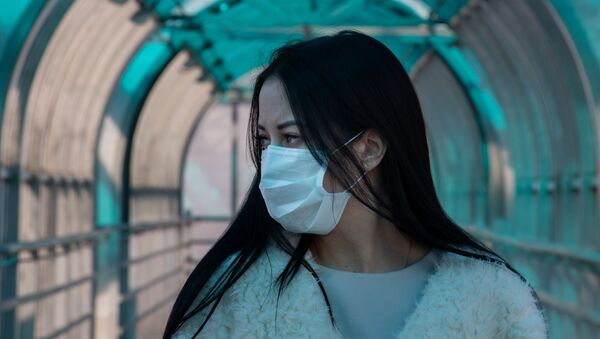 Une jeune fille en masque de protection (archive photo) - Sputnik France
