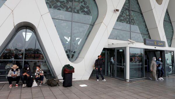 Des touristes en attente de rapatriement à l'aéroport de Marrakech, le 15 mars 2020. - Sputnik France