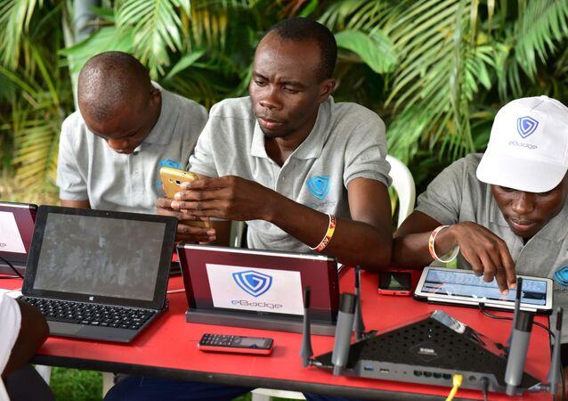 Des visiteurs au cours de l'Africa Web Festival d'Abidjan