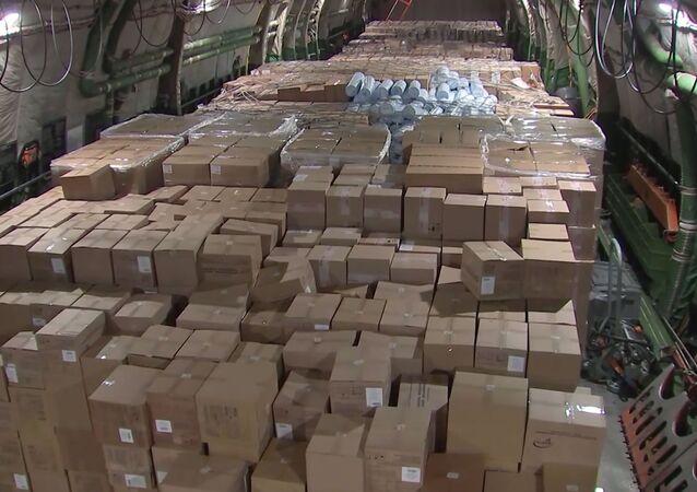 Les équipements médicaux envoyés par la Russie aux États-Unis à bord d'un avion An-124