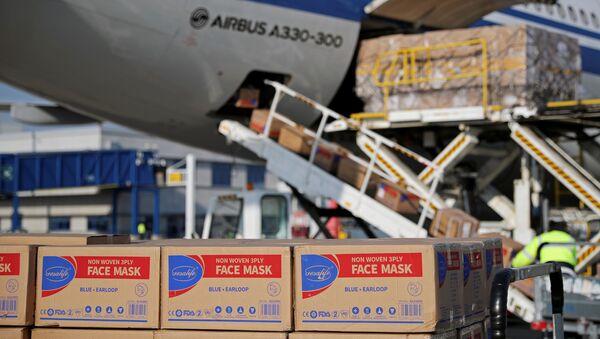 Déchargement de masques de protection d'un avion d'Air China. - Sputnik France