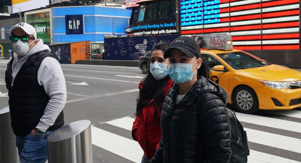 Des gens portant des masques à New York