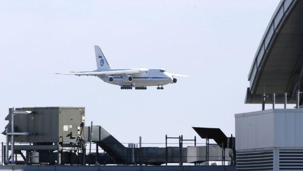 Un avion militaire russe transportant des équipements médicaux se pose à New York, le 1 avril - Sputnik France