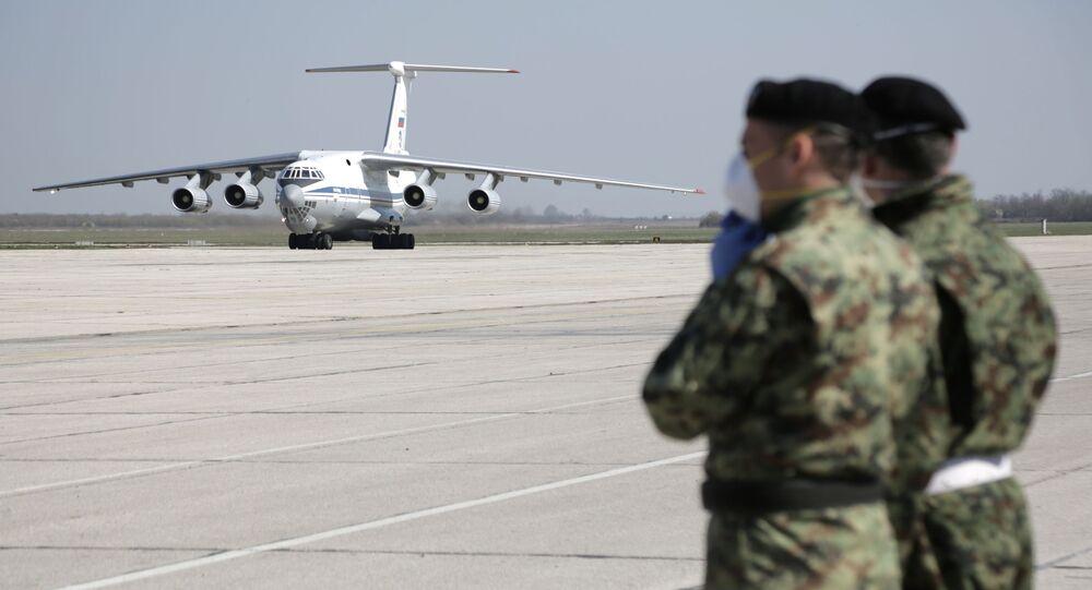 un avion avions militaire russe chargés d'équipement médicaux a atterri sur la base aérienne serbe de Batajnica