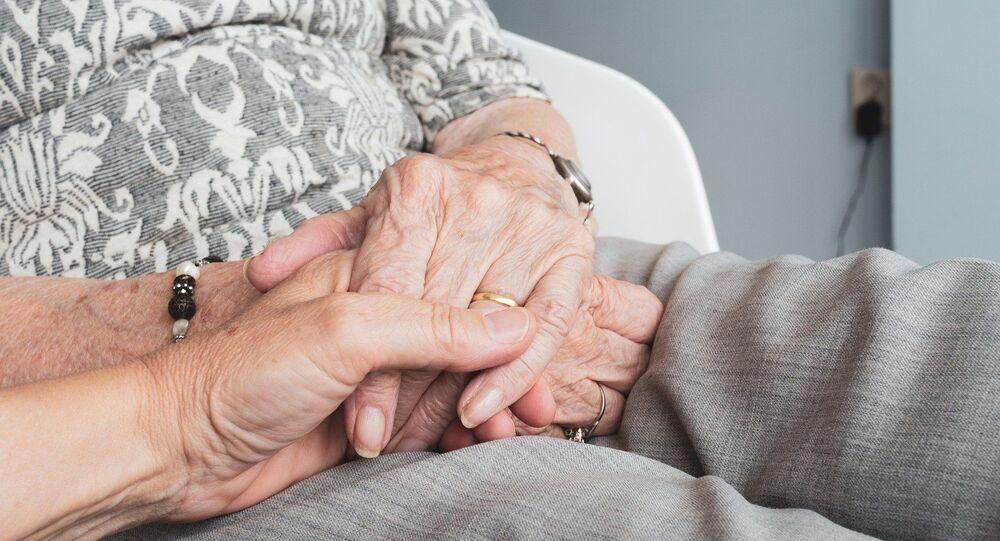 Mains d'une personne âgée (image d'illustration)