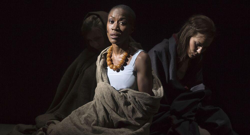 La chanteuse franco-malienne Rokia Traoré dans l'opéra de Purcell Didon et Énée, au festival d'Aix-en-Provence.