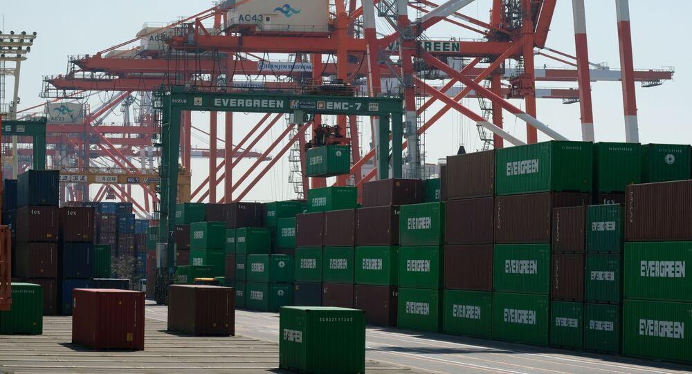 Conteneurs dans le port de Tokyo, mars 2020