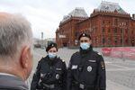Confinement en Russie: la police patrouille près du Kremlin