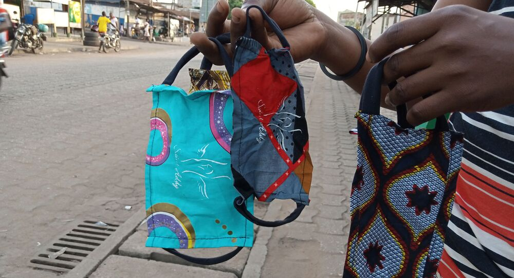 Les masques de protection du styliste Saint-Addy, au Togo.