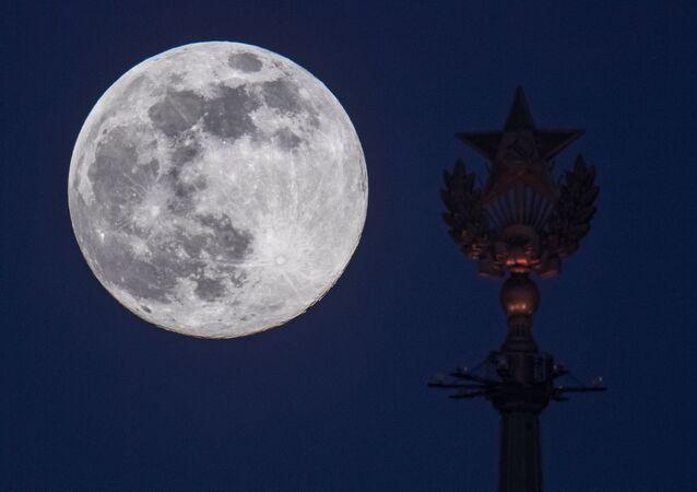 Une super Lune à Moscou en 2020