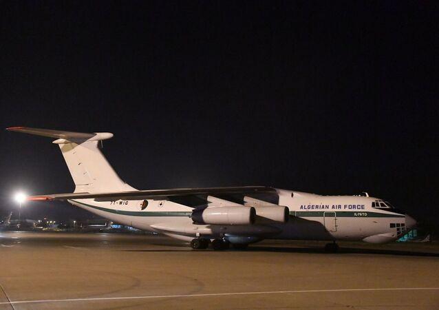 Les deux Il-76 de l'ANP à l'aéroport d'Alger à leur retour de Chine