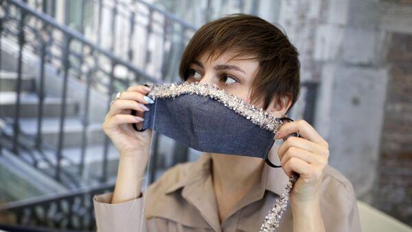 Un masque en tissu - Sputnik France