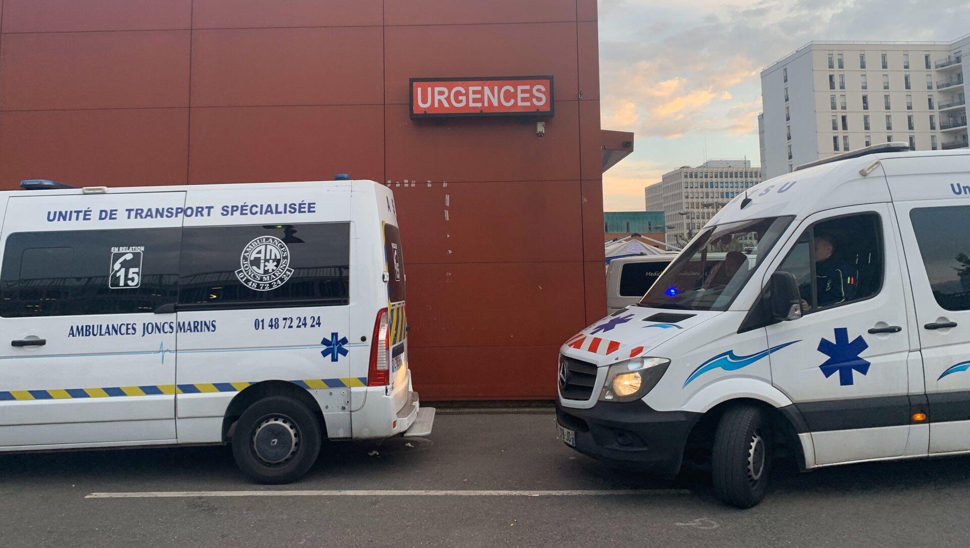 Les ambulanciers rendent hommage jeudi 16 avril au personnel soignant à l'hôpital Henri-Mondor de Créteil - Sputnik France, 1920, 31.07.2021