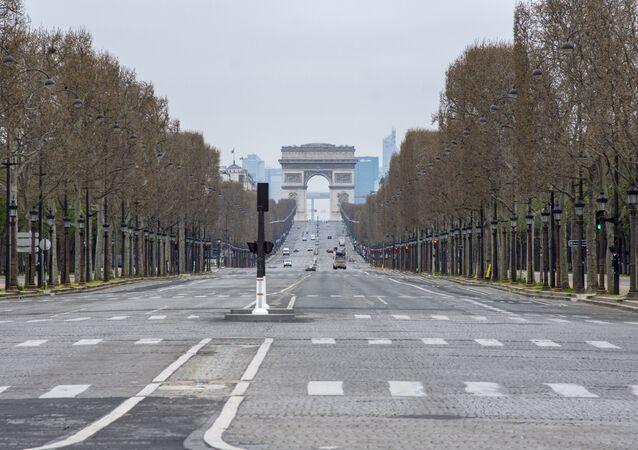 Coronavirus: les Champs-Elysées désertés