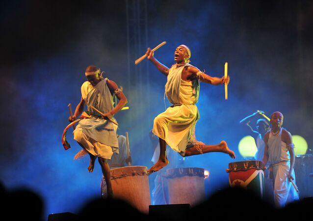 Des danseurs au festival de culture panafricaine à Alger.