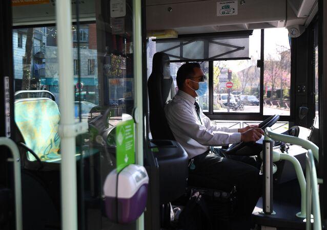 Conducteur de bus (image d'illustration)