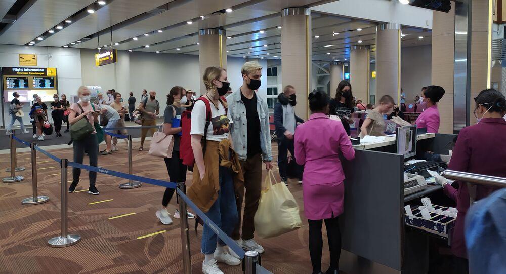 Un aéroport indonésien pendant l'épidémie de coronavirus