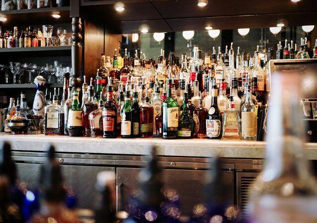 Boissons alcoolisées dans un bar (image d'illustration)