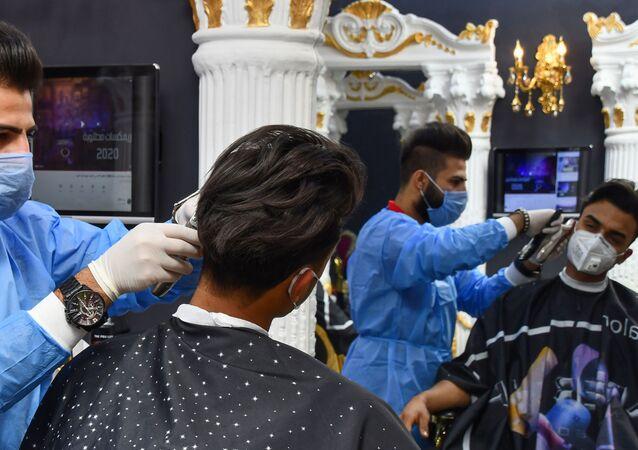 Un salon de coiffure en Irak, pendant la pandémie de coronavirus.