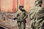 Des militaires désinfectent les rues à Vladikavkaz