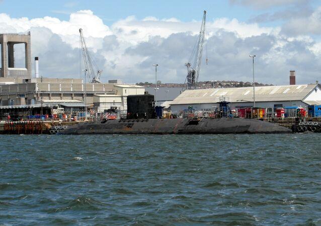 Un sous-marin nucléaire britannique à la base navale de Devonport