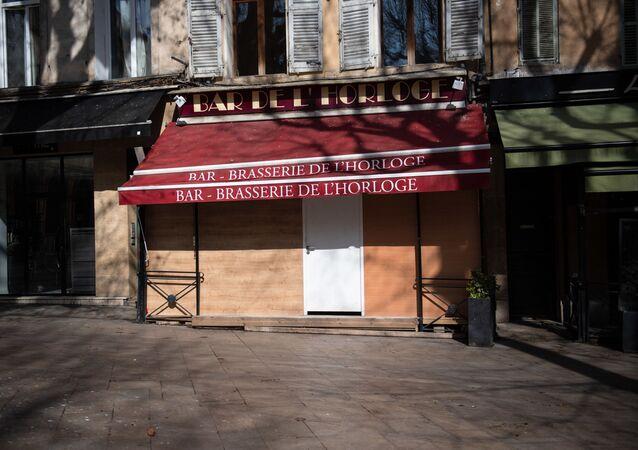 Un bar fermé dans le centre d'Aix-en-Provence