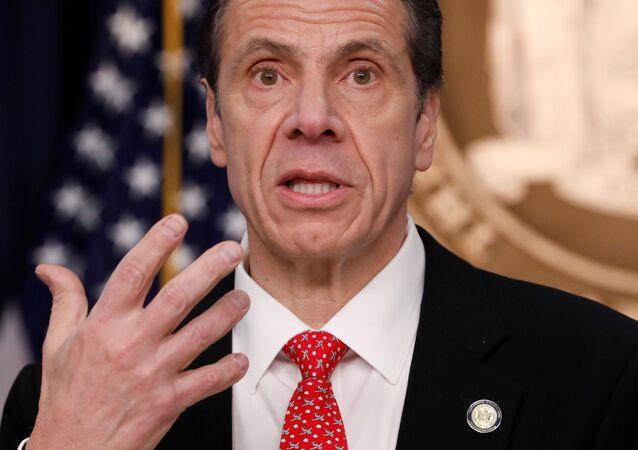 Le gouverneur de l'État de New York  Andrew Cuomo