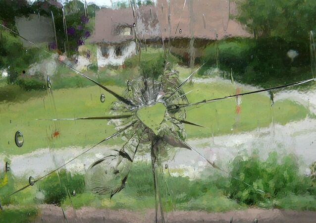 Un trou de balle dans une vitre