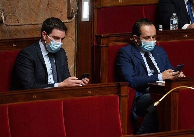 Deux députés du RN portent des masques à l'Assemblée nationale (illustration)
