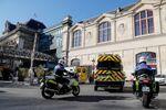 Des ambulances près de la Gare d'Austerlitz à Paris, le 1er avril 2020