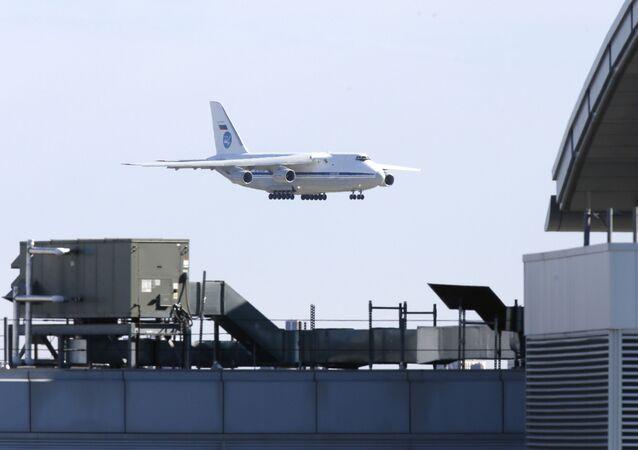 Un avion militaire russe transportant des équipements médicaux se pose à New York