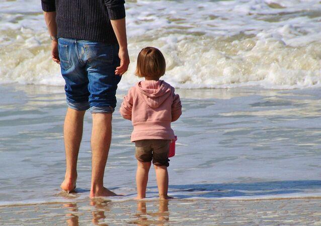 Un enfant sur une plage