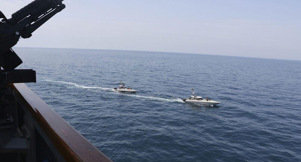 Des vedettes iraniennes s'approchent de navires US dans le golfe Persique le 15 avril 2020 (archive photo)