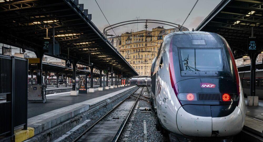 Un train de la SNCF à la Gare de l'Est