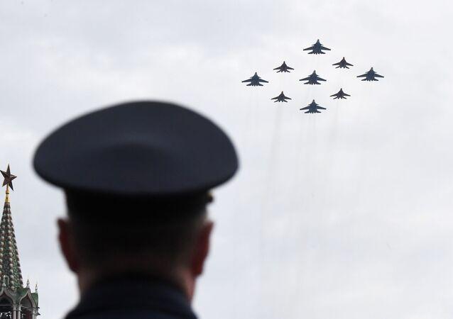 La première répétition de la partie aérienne du défilé de la Victoire à Moscou, 4 mai 2020