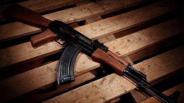 Fusil d'assaut AK-47 (image d'illustration) - Sputnik France