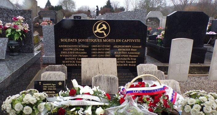 La tombe commune des prisonners soviétiques de guerre à Fouquières-lès-Lens, restaurée par l'association en 2020