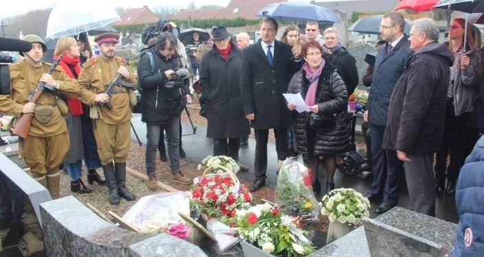 L'inauguration de la tombe commune des prisonniers soviétiques de guerre à Fouquières-lès-Lens, restaurée par l'association en février 2020