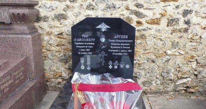 La tombe du pilote franco-russe Paul d'Argueeff au Bourget, restaurée par l'association en novembre 2019
