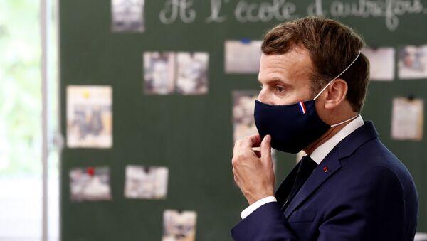 Emmanuel Macron en visite dans un école de Poissy, en région parisienne (5 mai 2020) - Sputnik France