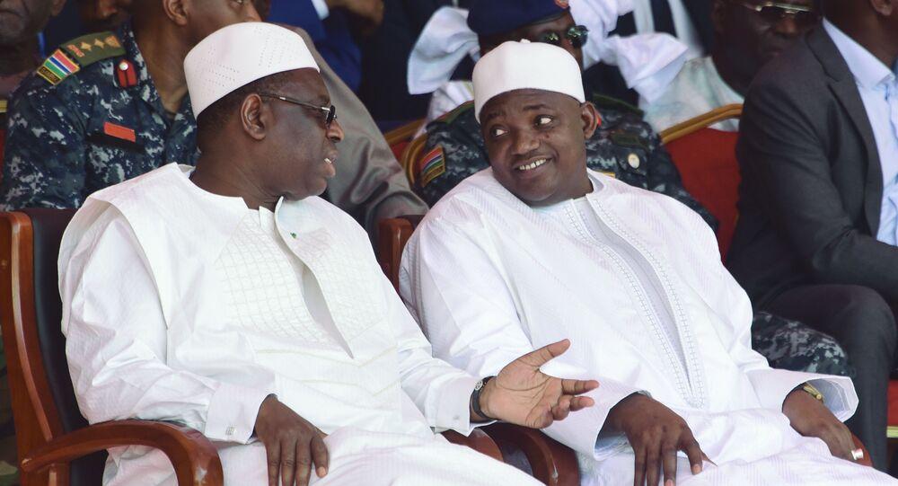 Les Présidents du Sénégal Macky Sall (à gauche) et de Gambie Adama Barrow (à droite).