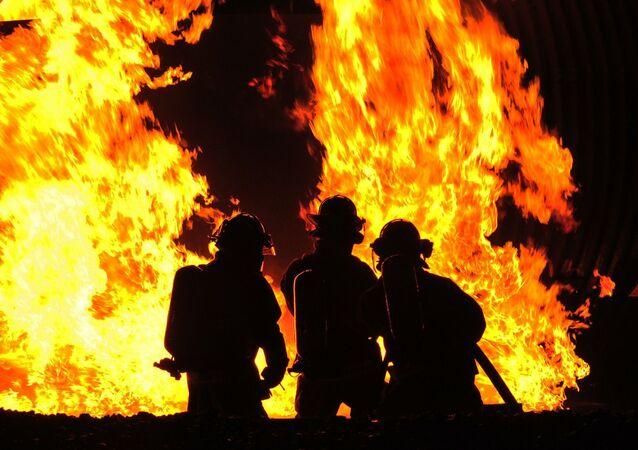 Des soldats du feu / image d'illustration
