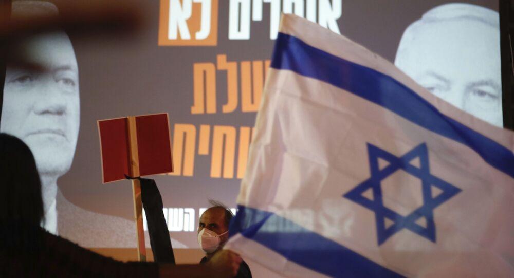 Une affiche du Premier ministre israélien Benyamin Netanyahou et son rival Benny Gantz