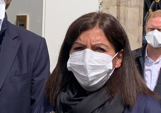 Anne Hidalgo portant un masque lors du point de presse, 12 mai 2020