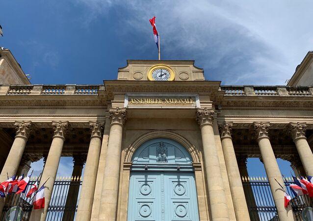 L'entrée de l'Assemblée nationale, 13 mai 2020