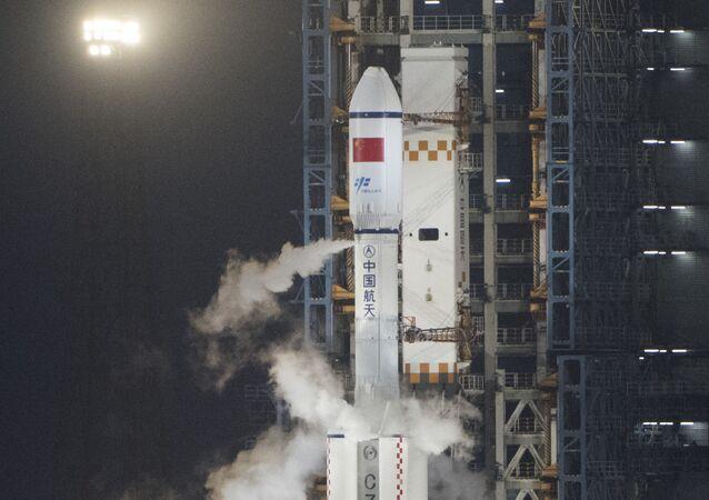 Lancement de la fusée chinoise Longue Marche 7 à Wenchang (Chine).