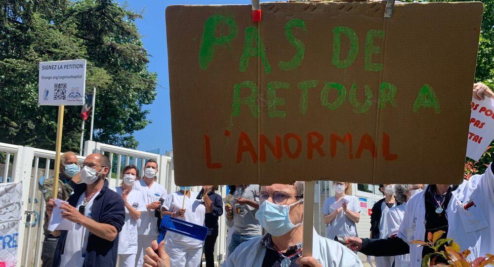 Le personnel soignant manifeste à l'hôpital Robert-Debré à Paris, 14 mai 2020