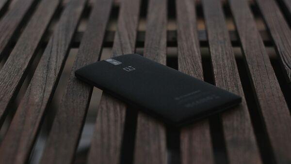 Un smartphone OnePlus - Sputnik France